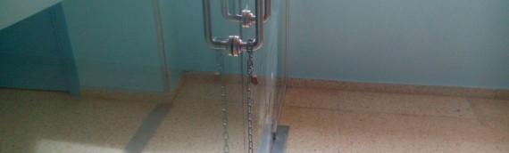 Plantes tancades amb cadenes i llits inoperatius a l'Hospital Verge de la Cinta de Tortosa